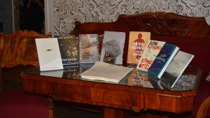 De nominerade författarnas böcker