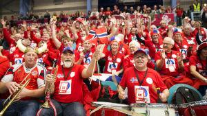 Norska supportrar stöder sitt lag i Kolding i Danmark.