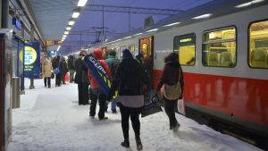 Tåget mot Kyrkslätt skulle starta 08.42 men for aldrig iväg, 12 januari 2016