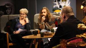 Ami Aspelund och Paul Uotila som gäster i De Eurovisa.