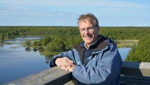 Biolog Hans Hästbacka vid Saltkaret i Björkö i Korsholm