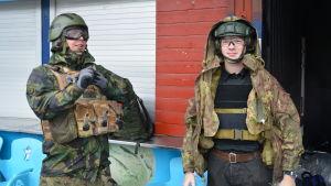 Henri Ulmanen och Aapo Laukkanen från Tammerfors hade tagit sig till Wasalandia för att spela airsoft.