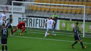Finland och Dani Hatakka fick in bollen en gång, målet dömdes bort för offside.