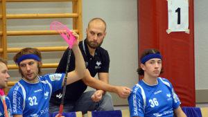 Jori Isomäki är tränare för innebandylaget Blue Fox.
