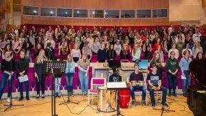 Skolelever från Korsholm övar inför Skolmusik 2017
