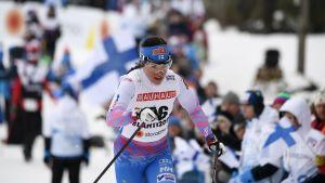 Krista Pärmäkoski kämpar om en VM-medalj på 10 km i Lahtis.