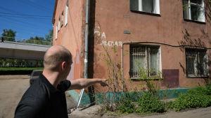 Alexandr Kuznetsov tycker att hans hus är i för dåligt skick för att repareras.