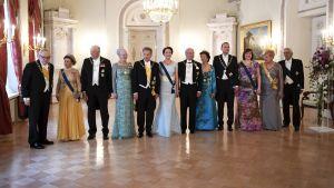 Kungligheterna och presidenterna i Presidentens slott före middagen den 1 juni 2017.
