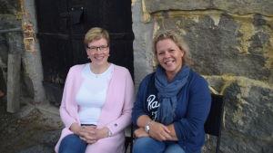Lena Johansson är rektor för Axxell och Marina Karjanlahti är examenshandledare.