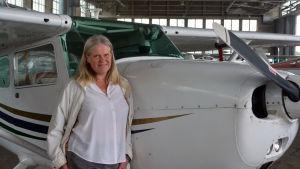 Gun Gustavsson är flygplatschef och hoppas på en lång framtid för Malms flygplats.