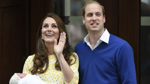 Kate Middleton och Prins William med sin nyfödda bebis.