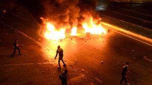 Oroligheter mellan anhängare av prokurdiska HDP och polis i staden Diyarbakir.