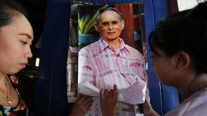 De flesta thailändare har aldrig upplevt någon annan kung än den vördade och älskade Bhumipol Adulyadej eller Rama IV