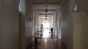 Korridor i sjukhuset.
