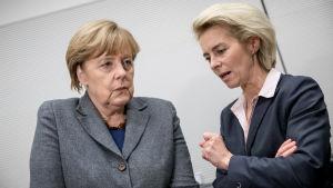 Angela Merkel och Tysklands försvarsminister Ursula von der Leyen.