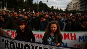 Demonstranter i Aten på söndagen 22.5.2015