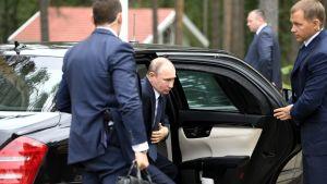 Vladimir Putin anländer till hotell Punkaharju.