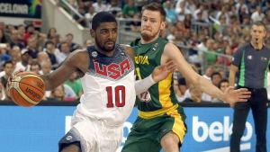 Kyrie Irving med bollen.
