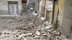 En del byggnader i Plomari på den grekiska Lesbos fick skador men det har inte rapporterats om offer vare sig i Grekland eller Turkiet