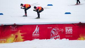Skidtest på Lugnets skidstadion i Falun pågår.