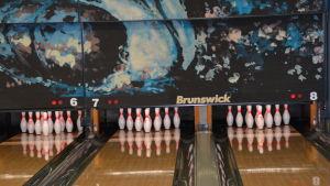 Tre bowlingbanor.