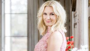 Sanna Nielsen, programledare för Allsång på Skansen 2017