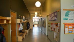 Korridor i Billnäs skola.