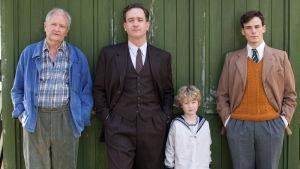 Jim Broadbent, Matthew Macfadyen, Conor Nealon ja Sam Claflin sarjassa Pieni ihmissydän