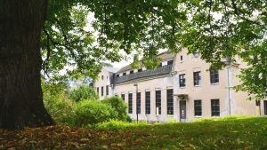 Det så kallade Kokkikartanohuset (gamla köket) i östanåparken i Nickby