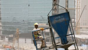 Byggarbetare vid bygget av Guggenheim i Abu Dhabi.