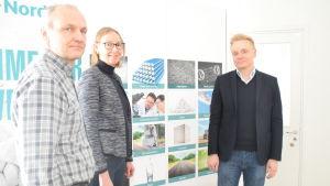 Esko Niemelä är produktionschef på Nordkalk. Anne Foley är kommunikationsdirektör och Kari Vyhtinen är operativ direktör.