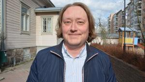 Väljare i Åbo som ska gå in till vallokal.