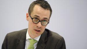 Carl Haglund försvarsminister.