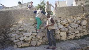 Människorättsobservatörer testar skolvägen för barnen som går i lågstadieskolan Cordoba i Hebron
