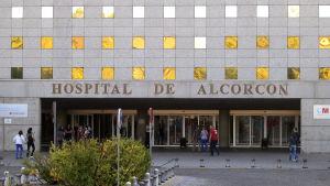 En sjuksköterska som vårdat en patient med ebolavirus på ett sjukhus i Madrid uppgavs ha smittats av ebola den 6 oktober 2014.