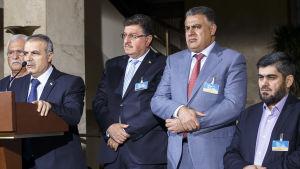 Av dessa HNC:ledare har endast Mohammed Alloush (th) bjudits in till fredsförhandlingarna i Kazakstan