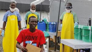En patient i Liberia avslutar sin medicinkur efter att ha övervunnit sjukdomen.