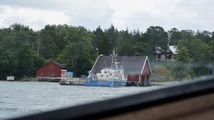 Forskningsfartyget Aurelia vid Själö hamn.