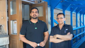 Sunny Shama och Raj Kumar Sharma.