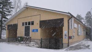 Borgå gamla järnhandel flyttar till källaren på Montörsvägen 8 i februari 2017