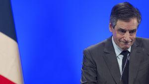 Francois Fillon håller tal under valkampen i Frankrike, februari 2017