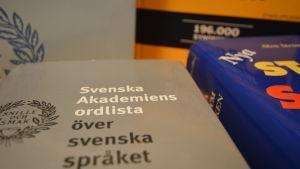 Ordböcker.