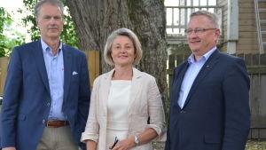 Carl-Johan Sandström, vd för näringslivsbolaget Novago, Ann Storsjö, styrelseordförande för Ekenäs Energi och Lars Björklöf, vd för Andelsbanken Raseborg.