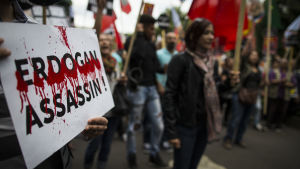 Kurder i Paris protesterar mot de Turkiska attackerna mot PKK.