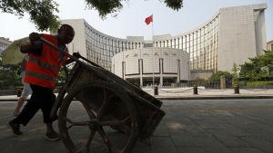 Gatustädare utanför Kinas centralbank