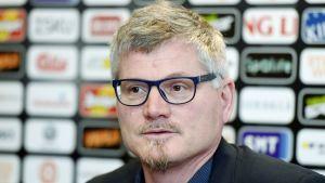 Petteri Nykky på förbundets presskonferens.