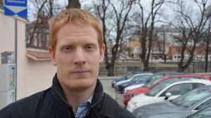 Rickard Grönqvist på Nunnegatan i Åbo.