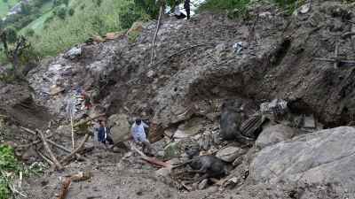 Hundratals saknas efter jordskred i bolivia