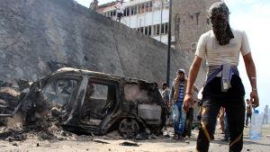 Bilbomb dödar guvernör i Jemen