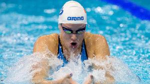 Jenna Laukkanen tar sig till semifinal i EM i simning 2014